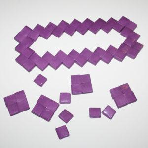 Enkelttern og firkanter til bund til flettet taske