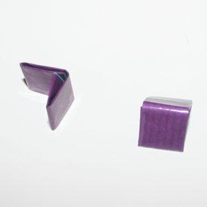 To halve papirlapper foldet til tern-størrelse