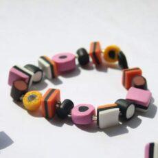 Armbånd af håndlavede lakridskonfekt perler