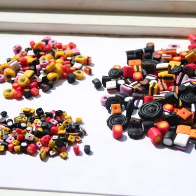 Håndlavede lakridskonfekt perler i flere størrelser