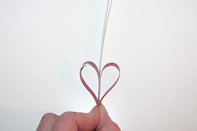 Hjerter af stjernestrimler trin 3: Bøj de korte strimler nedad.