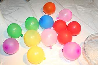Julekugler af snor trin 1: Pust balloner op