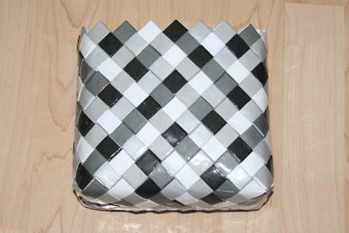 Flettet taske med 7 tern bred bund - set fra siden