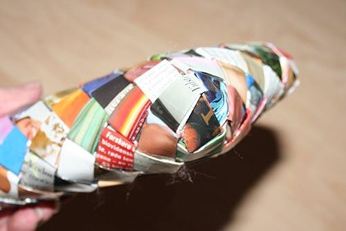Smal flettet taske med bunden syet sammen - hjørnet set udefra