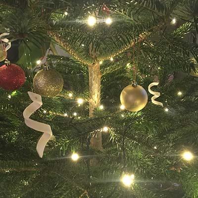 Juletræspynt - serpentiner af porcelæn